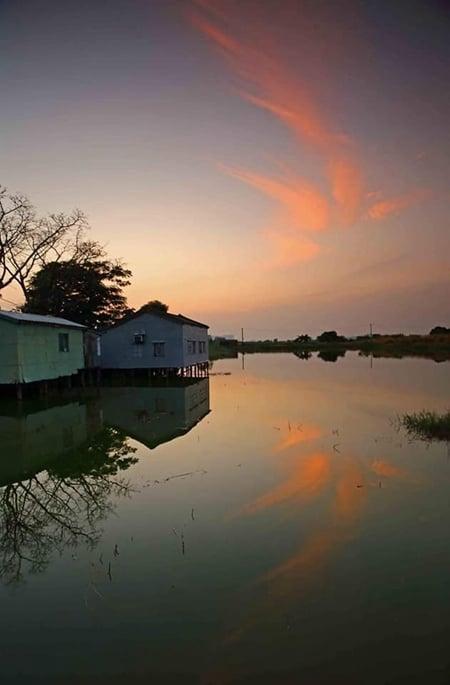 網民在fb上傳「鳳凰雲」的照片。(fb「on9仔女同盟會_(on9限定)」圖片)