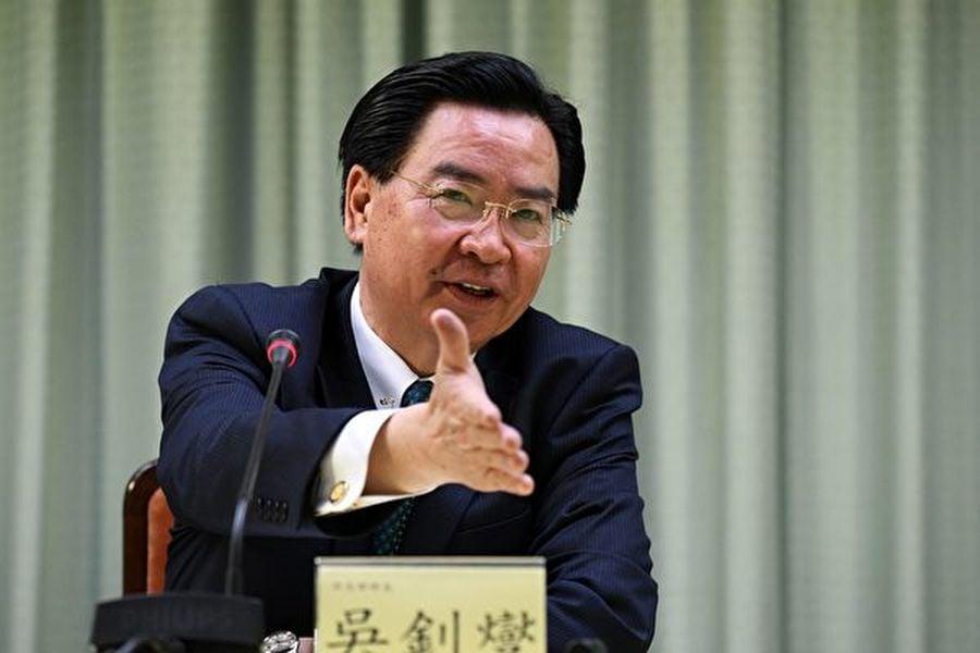 中華民國外交部長吳釗燮在11月7日接受路透社專訪時表示,如果中國經濟增長放緩嚴重,中共可能會入侵台灣以轉移國內壓力。圖為2018年5月1日,吳釗燮出席台北的一場記者會。(SAM YEH/AFP via Getty Images)
