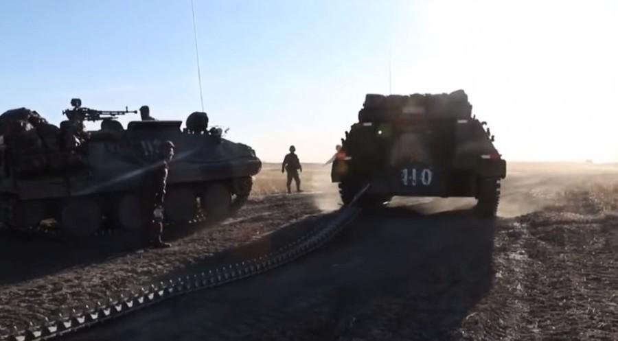 中國製造軍演出糗 裝甲車履帶當場斷裂(影片)