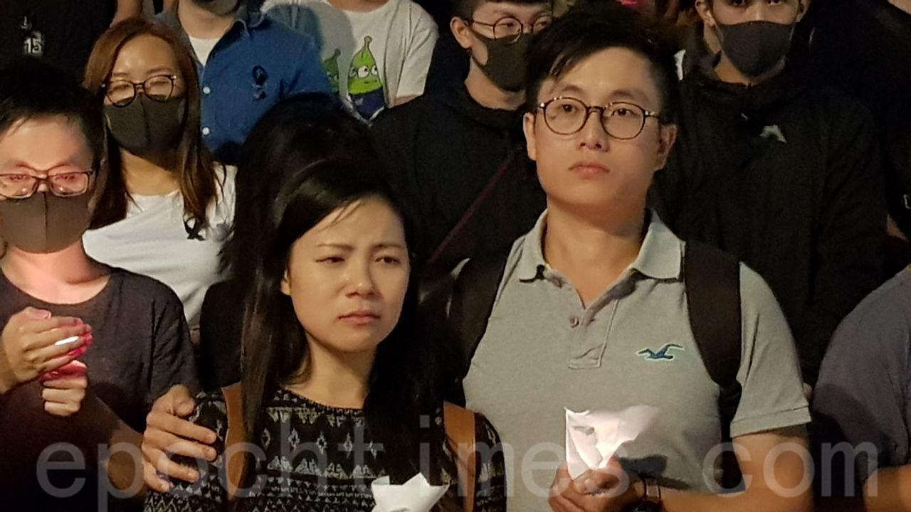 10月8日,科大生周同學在醫院不治去世,有市民發起「全城悼念周同學」活動。圖為中環(羅亞/大紀元)