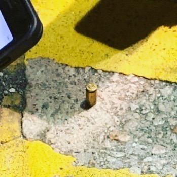 8日晚,在油麻地近碧街一帶,有警察開真槍,地上留下一枚彈殼。(社民連主席吳文遠Fb)