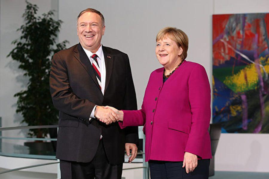 11月8日下午,美國國務卿蓬佩奧在德國首都柏林與總理默克爾會面。(Andreas Gora/Getty Images)
