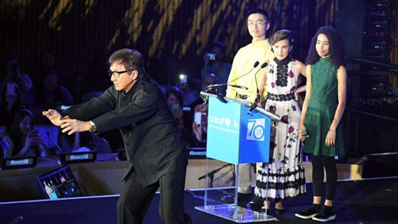 成龍支持中共打壓人權,港媒直斥「成龍這個奴才」。(ANGELA WEISS/AFP via Getty Images)