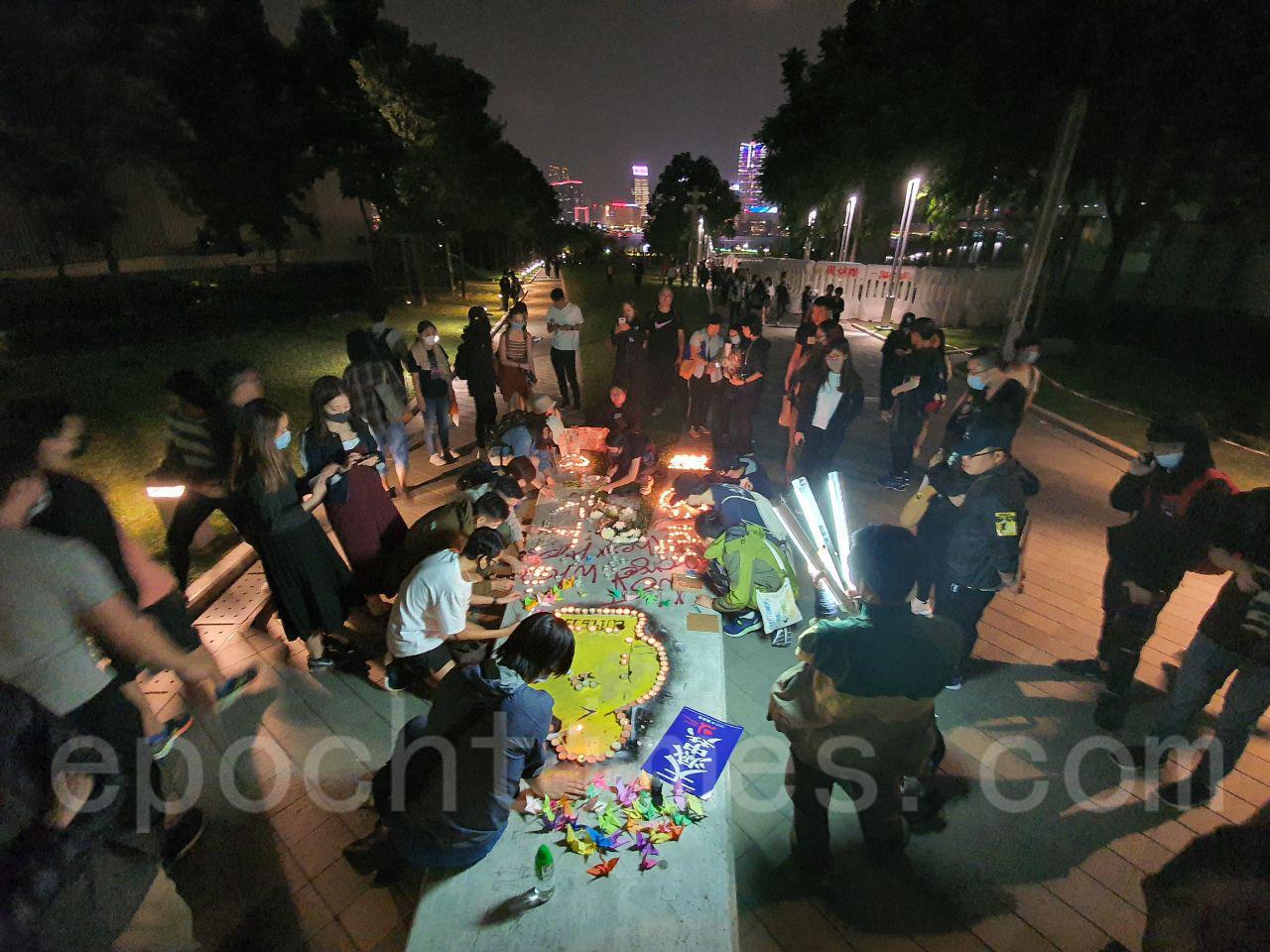 11月9日,10萬港人金鐘添馬公園集會追思周梓樂。(孫明國/大紀元)