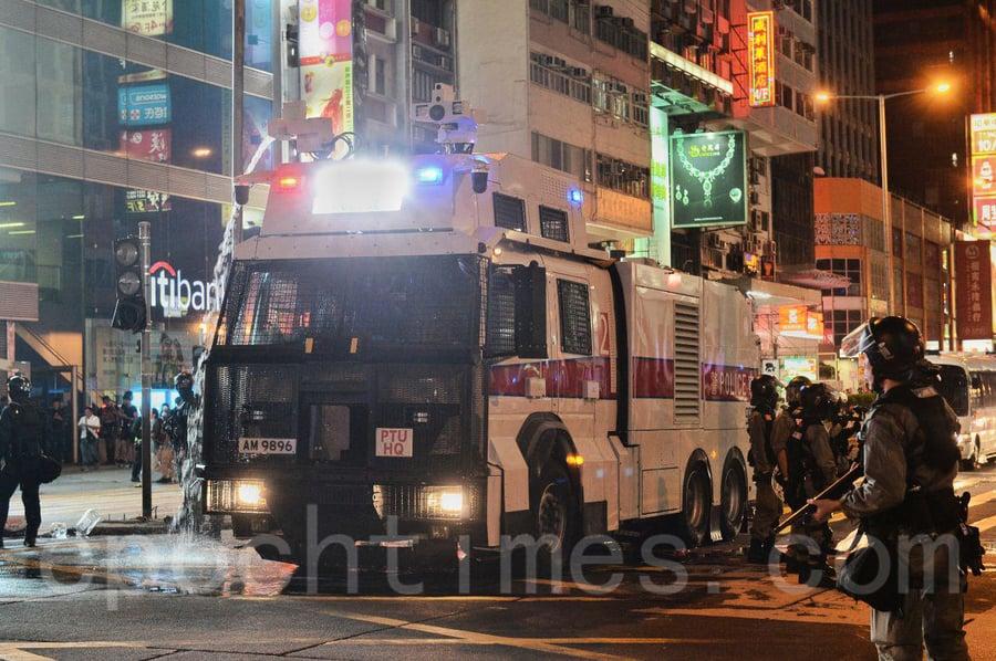 「11.10八區開花」 旺角警察出動水炮車多人被拘捕