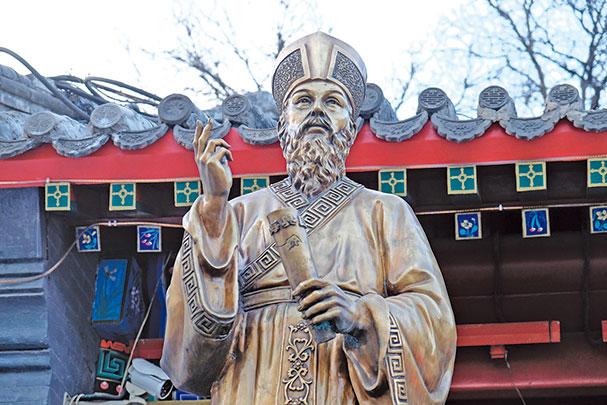 明、清時期,歐洲傳教士在中國傳教期間,開始系統和有目的地記錄中國,並對之進行深入的研究。圖為明朝傳教士利瑪竇雕像。(Shutterstock)