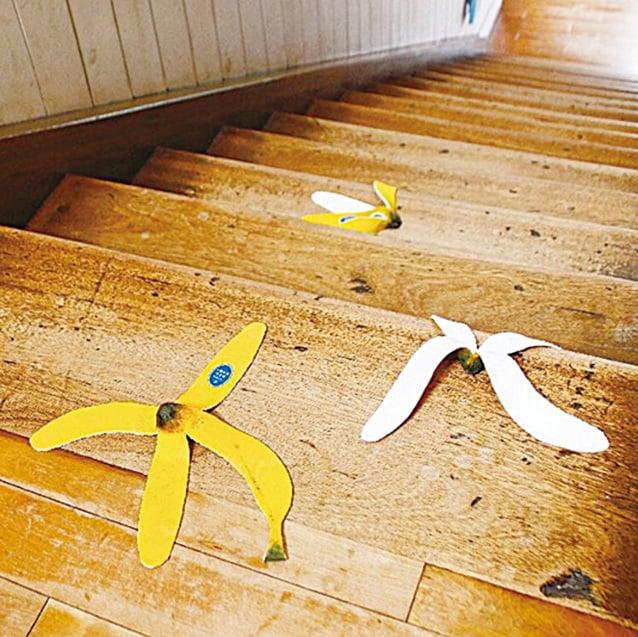 有香蕉皮小心別踩到,會滑倒!原來它也不是真的,是抹布。(supermarket kakamu Instragram)