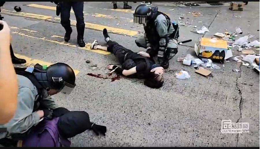 西灣河警察近距離開槍 黑衣人中槍