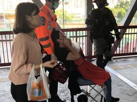 荃灣 一把遮陽傘 惹警察監控 勸說女性被噴胡椒劑