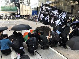 【組圖】西灣河警察開槍殺人激民憤 中環抗議人群聚集