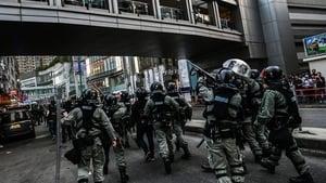 港警子彈上膛指向學生 衝入校舍粗暴抓人