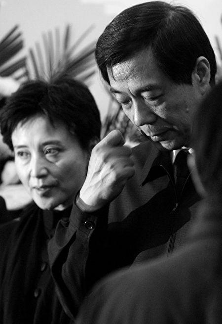 《大紀元》獨家獲悉,薄谷開來是活摘器官、販賣屍體的主謀。圖為谷開來(左)2007年1月17日在薄一波弔唁儀式上。(大紀元資料室)