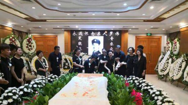 8月9日上午,羅偉的送別儀式在北京八寶山革命公墓舉行。(影片截圖)