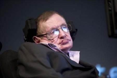英國著名科學家史蒂芬・霍金(Stephen Hawking)近日警告,人工智能會以比人類更快的速度發展,其最終目標將無法預測,有朝一日或導致人類的終結。(EVERT ELZINGA/AFP/Getty Images)