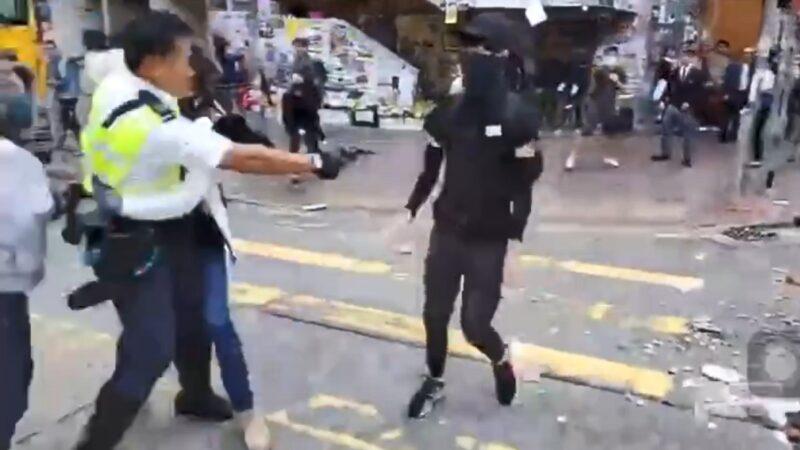 11月11日,香港警察近距離朝一名手無寸鐵的年輕示威者腹部開槍。(影片截圖)