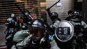 港警喬裝抗爭者太逼真 被速龍揮棍打爆