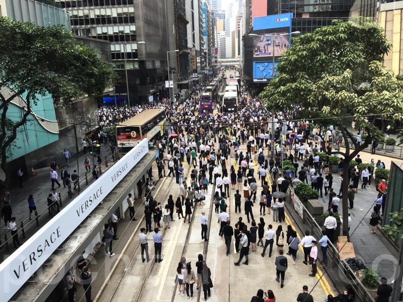 12日香港多區市民抗警暴 警民激烈衝突