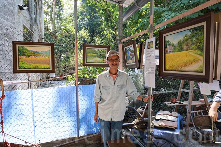 展覽期間展出的藝術家「鼠小弟」在南涌和鹿頸村創作的畫作。(陳仲明/大紀元)