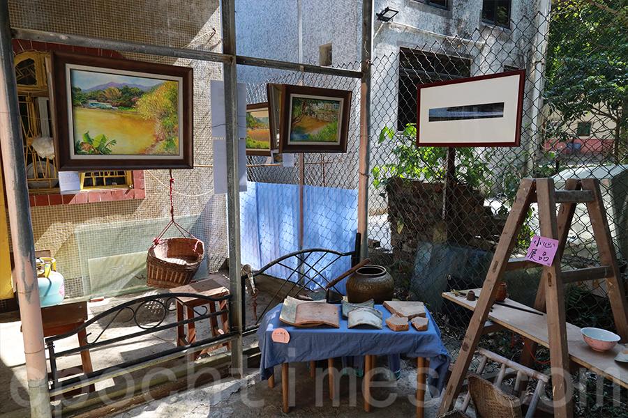 展覽期間展出農耕時代的生活用具、藝術家在南涌和鹿頸村創作的畫作等,以不同的形式展示鄉村文化。(陳仲明/大紀元)