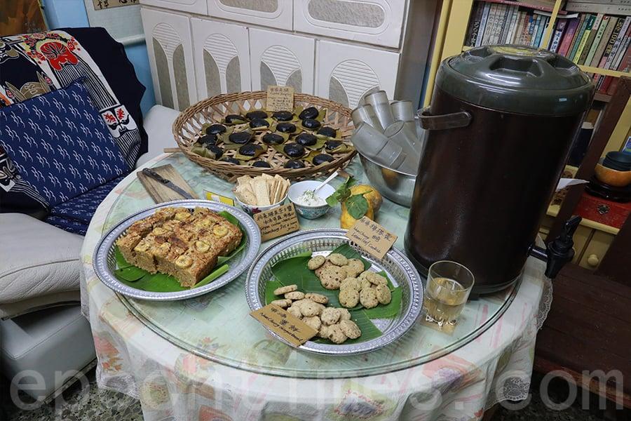 展覽期間招待賓客的手工小食。(陳仲明/大紀元)