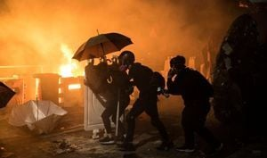 香港中大警民晝夜激戰 有學生頭部中彈昏迷