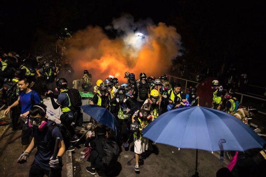 港警進攻中大4度違反停戰協議 校長受騙中催淚彈