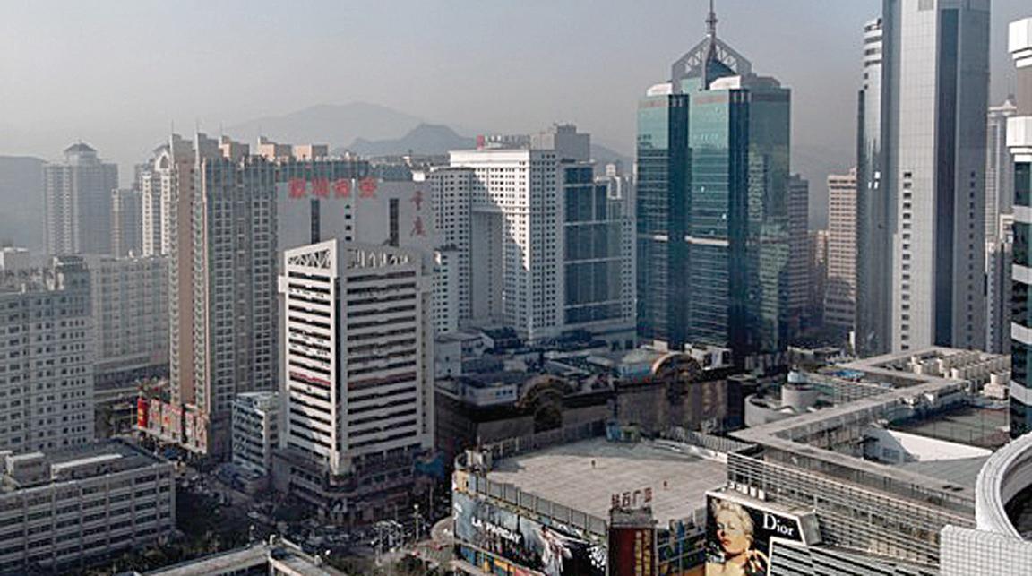 深圳樓價持續上漲了18個月後開始轉冷,大陸房地產市場整體也在降溫。圖為深圳樓房。(PHILIPPE LOPEZ/AFP)