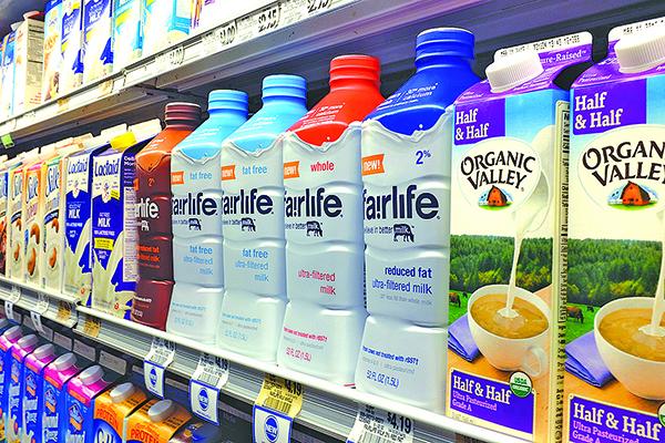 邁阿密一家超市裏陳列的迪安食品生產的 Organic Valley 牛奶。(Getty Images)