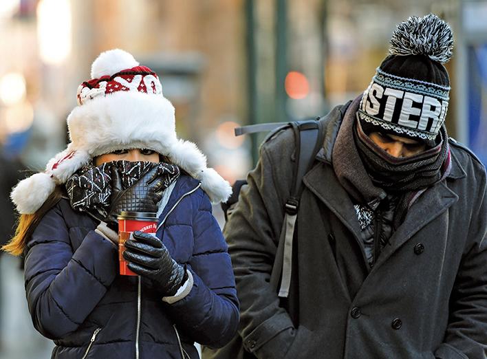 突然而至的北極寒流襲擊了美國三分之二的地區,本周美國大部地區將經歷冰凍氣溫,約有2.4億多美國人受到影響。(AFP)