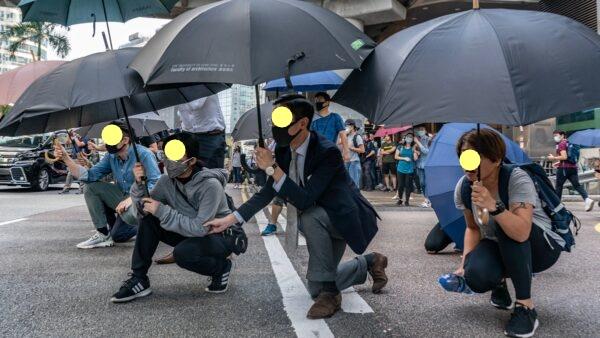 抗爭者誓死反抗到底,不怕流血,不怕被捕,甚至準備犧牲性命。(Anthony Kwan/Getty Images)