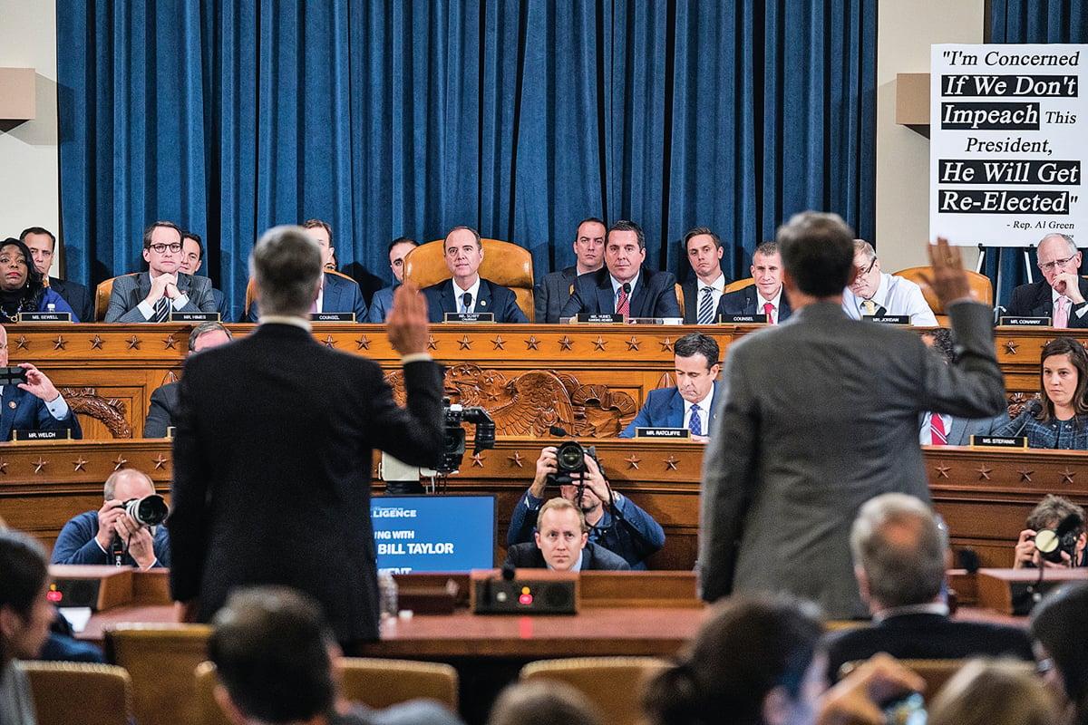 對於星期三的彈劾聽證,民主黨稱這是維護美國憲法規定的對總統的權力制約,共和黨則指責這只是一場試圖推翻總統的「鬧劇」。圖為聽證會現場。(Getty Images)