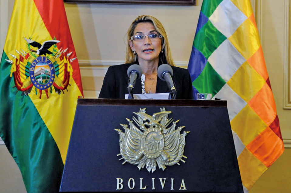 艾尼茲13日宣告成為玻利維亞臨時總統,並獲得憲法法院支持。(AFP)