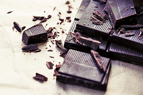 黑朱古力不僅是一種安慰性食物,還可以提高血清素水平,降低血壓,同時以黃酮醇和多酚的形式提供大量的抗氧化劑。(iravgustin/shutterstock)
