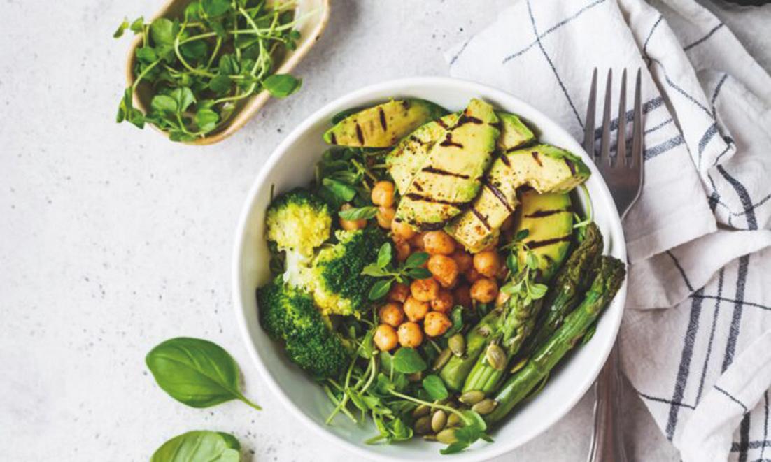 有些食物由於自身的營養成份(比如葉酸是一種超級減壓劑)或是它們所提供的穩定能量能夠讓人平靜下來,起到平衡飲食,幫助緩解壓力,恢復體內平衡的作用。(Nina Firsova/Shutterstock)