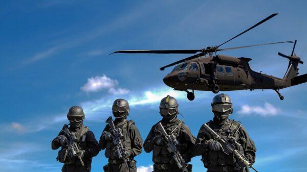 多架中共直升機11月13日,在香港中文大學上空盤旋,駐港部隊也配備了全副鎮暴裝備。(pixabay)