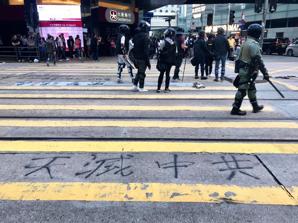 在香港市民抗暴政,爭自由的運動中,現在香港的大街小巷所處可見「天滅中共」的標語。(大紀元資料圖)