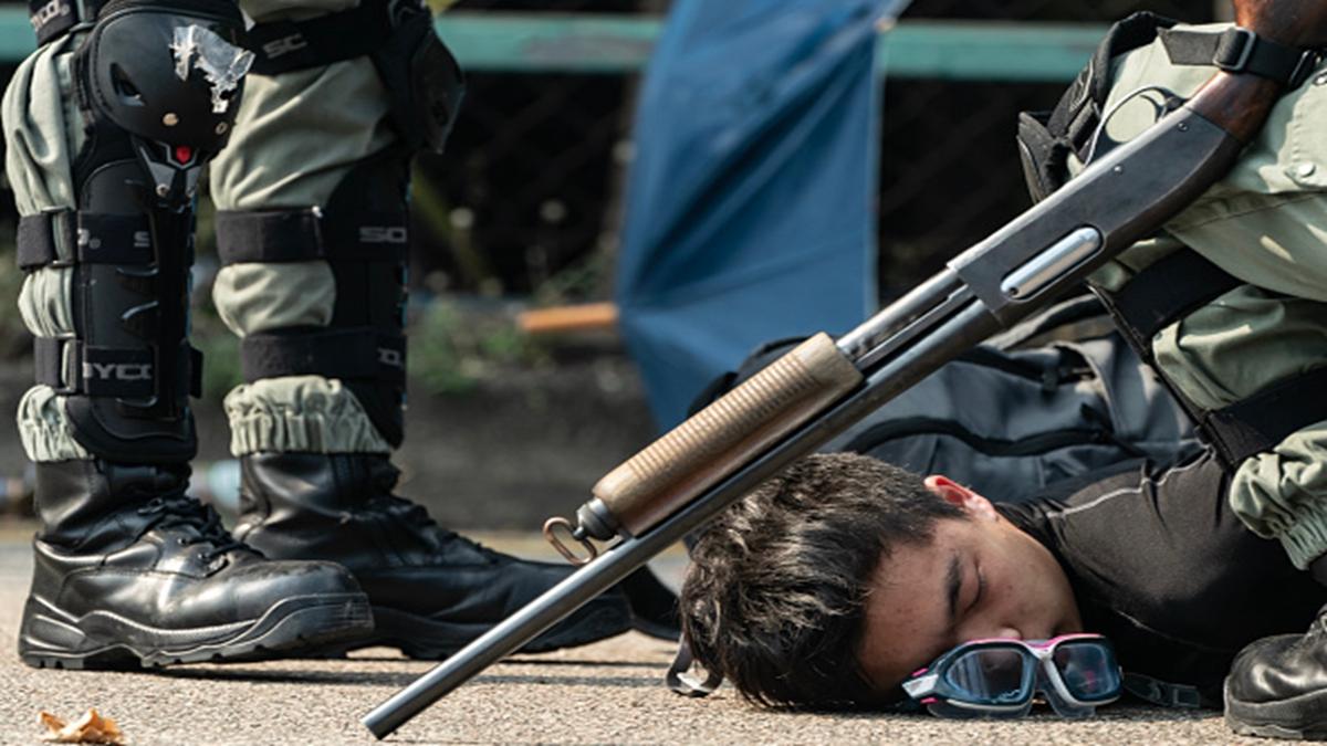 港警方使用實彈武器鎮壓抗爭者。(Anthony Kwan/Getty Images)