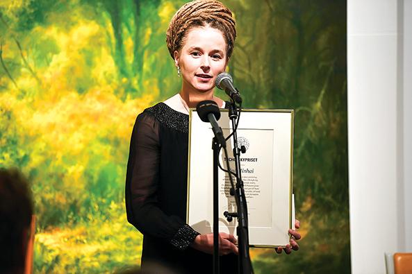 11月15日,瑞典文化部長林德(圖)為桂民海頒發本年度新聞自由獎。(Getty Images)