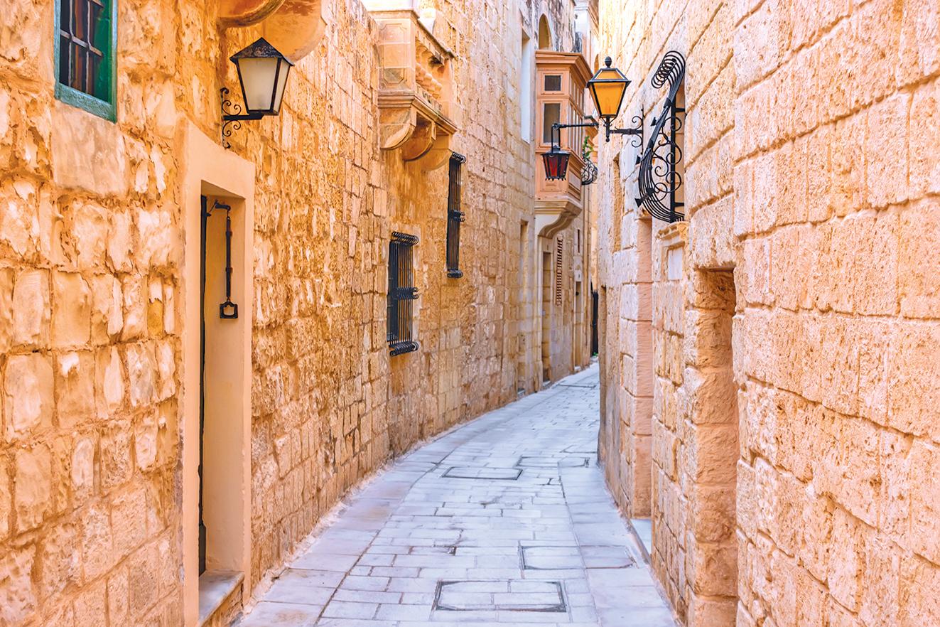 舊都姆迪娜曲折的小巷。
