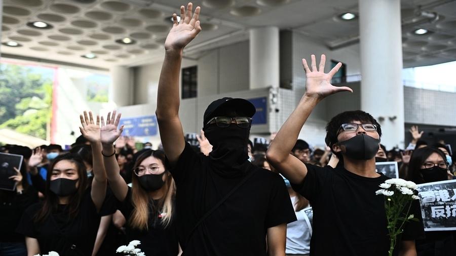 港高院逆風挑戰北京 「禁蒙面」違憲引爆中港法律戰?