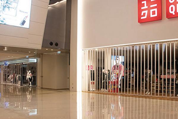 持續動盪的勢局,導致許多商店早早就關門,恐讓香港經濟衰退持續到明年。(大紀元資料室)