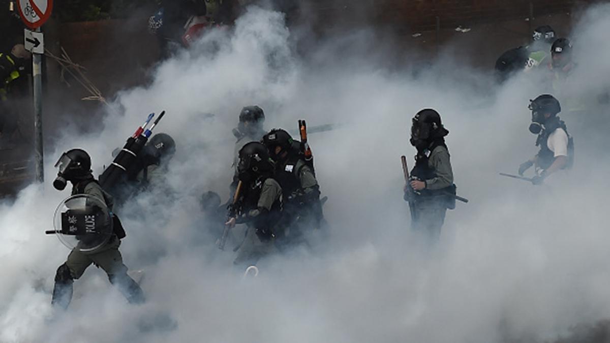 港警武力圍攻理大,抓捕學生。(YE AUNG THU/AFP via Getty Images)