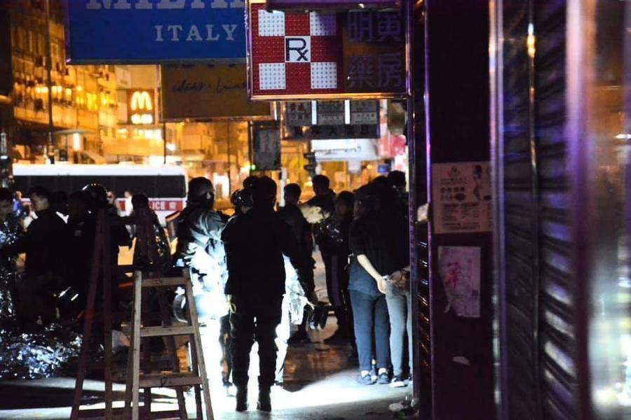 傳港警撞死1名中學生 傷30人16人危重