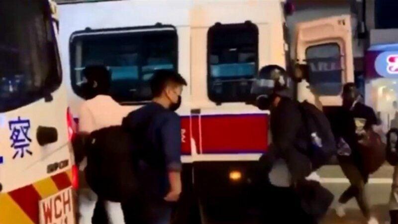 再有民眾錄下港警喬裝成抗爭者,並從警車走下來的畫面,在網絡上引起網友共憤。(圖擷取自臉書)