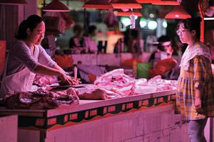 豬肉價在飆漲 隱藏更大中國經濟問題