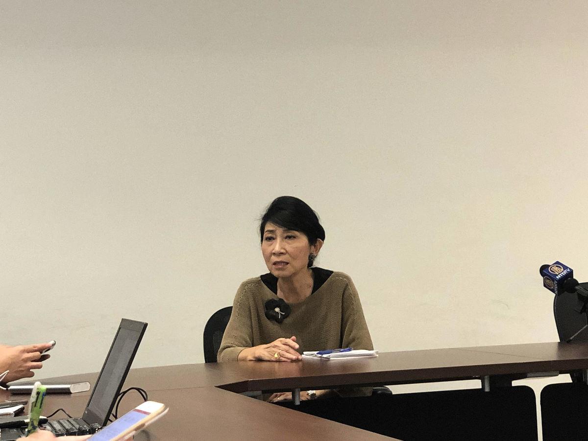 立法會議員毛孟靜今日(11月21日)在與傳媒茶敘時鼓勵市民積極參與即將來臨的區議會選舉,切勿陷入政府設置的陷阱。(葉依帆 / 大紀元)
