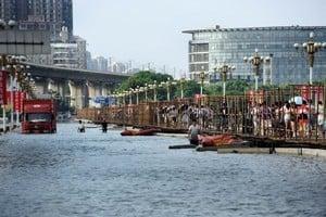 武漢遭洪水圍城 天災還是人禍?