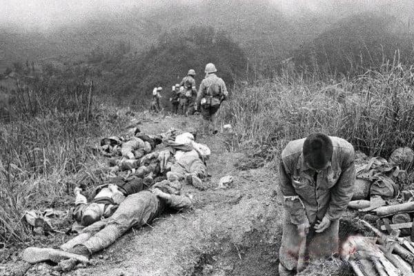 圖為一場戰鬥結束後的中國軍人死亡的慘烈景象。(網絡圖片)
