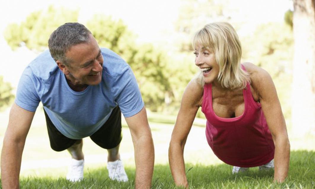 衰老是不可避免的,並受許多因素的影響,但是堅持運動可以減緩衰老並增加壽命 (monkeybusinessimages/thinkstockphotos.com)