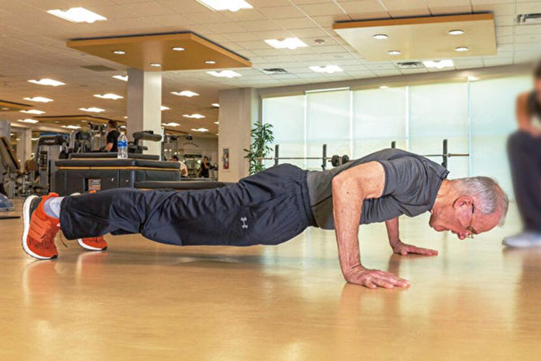 在理想情況下,除了繼續進行自己喜歡的運動之外,嘗試穩定地增加有氧運動,使自己增加出汗量和肺活量。力量和柔韌性運動經常被忽略,因此請盡可能包括這兩個類型的運動。(歐文臉書)